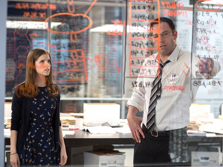 """(L-r) ANNA KENDRICK as Dana and BEN AFFLECK as Christian in Warner Bros. Pictures' """"THE ACCOUNTANT,"""" a Warner Bros. Pictures release."""