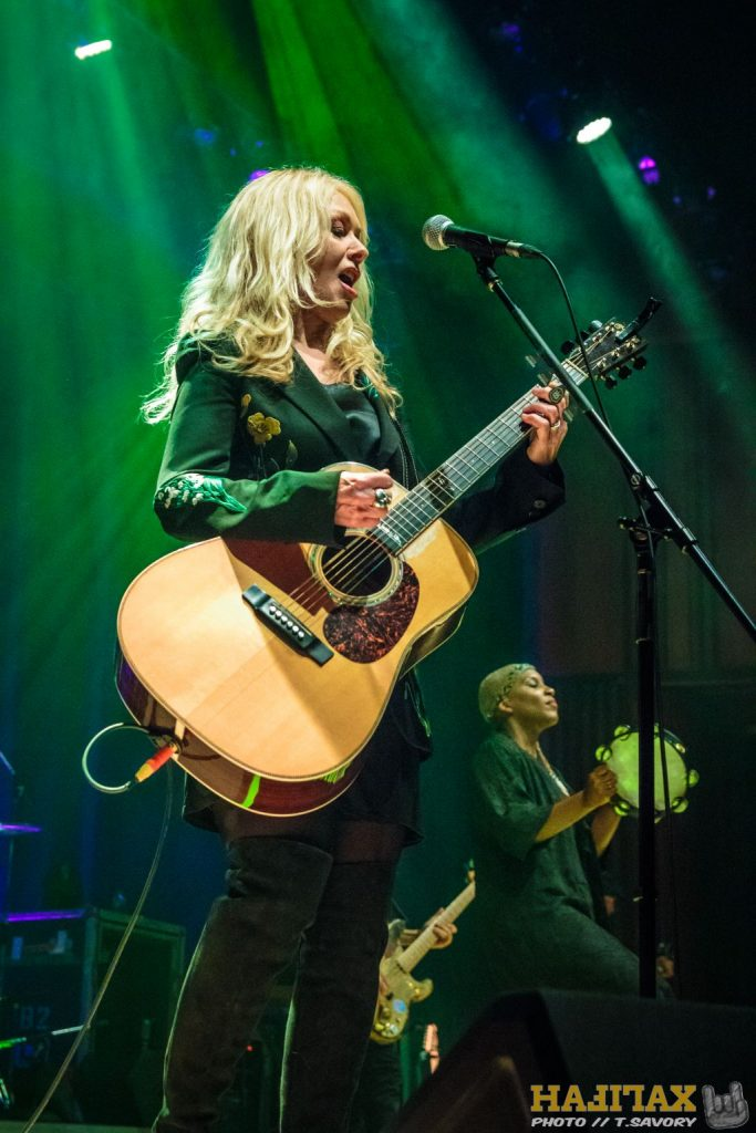 Show Thoughts & Shots // Nancy Wilson & Roadcase Royale