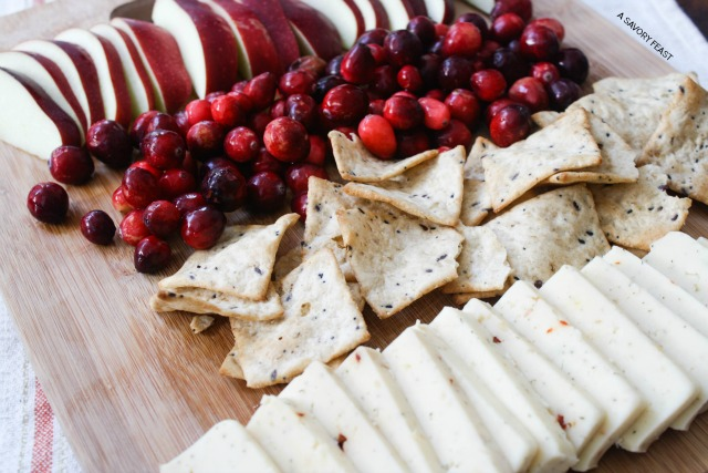 Holiday-Cheese-and-Fruit-Platter