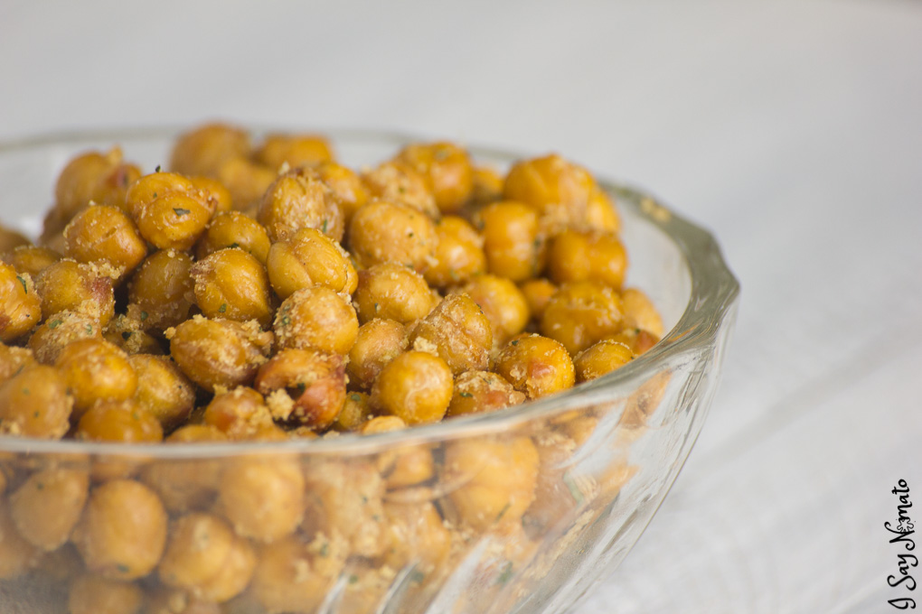 These Roasted Garlic Chickpeas are perfect for an easy, hot snack! With lots of kick, they're sure to brighten your afternoon!