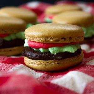 """Hamburger"" Macarons"