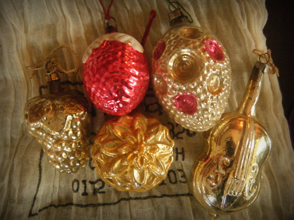 Drama christmas ornaments - When Do Das Are Acquired Over Several Lifetimes They Can Trigger Memories Of Sagas Of Homeric Scale Without The Drama When We Hang Ornaments It S A