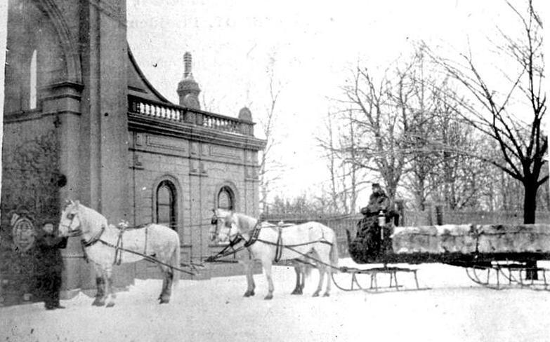 Public Garden Gate House (Large)