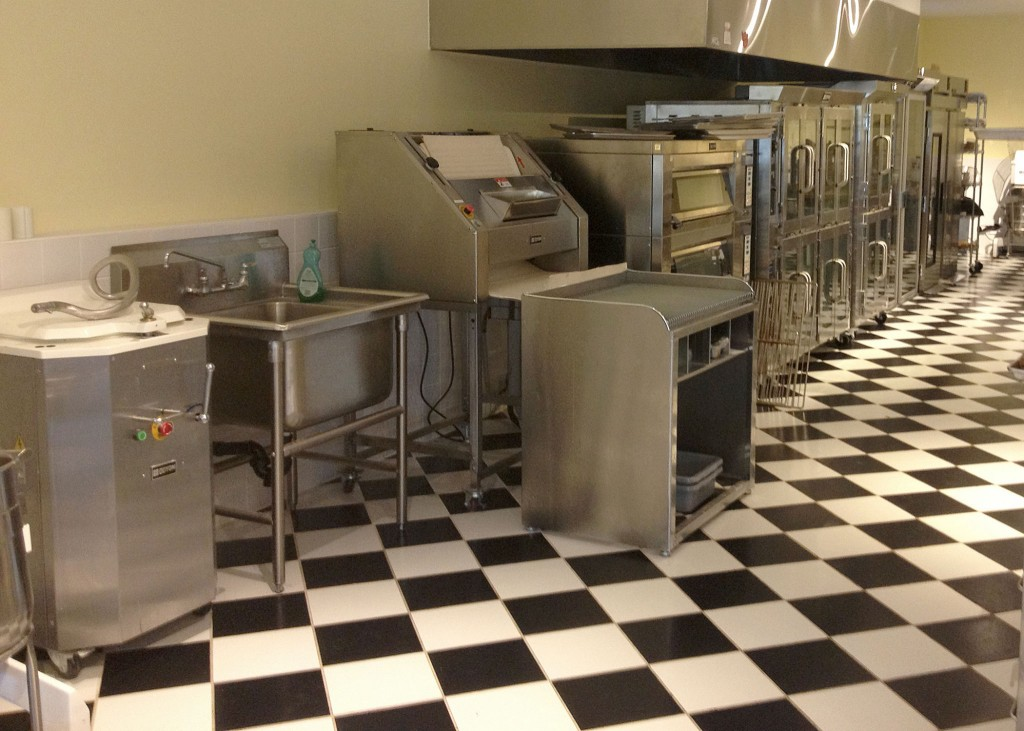 Stainless Steele Kitchen Top of the Line kitchen Clean