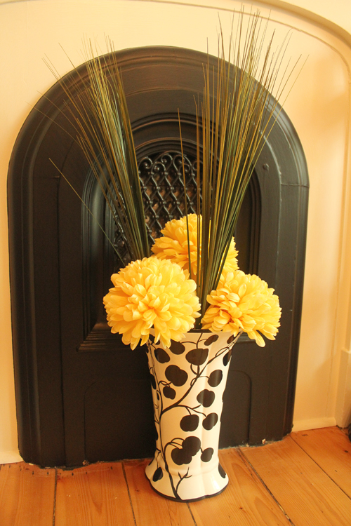beautiful yellow diningroom centerpiece